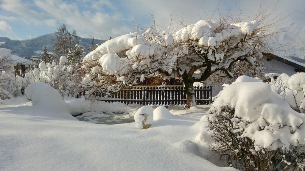 Ein Bild, das Schnee, draußen, bedeckt, Himmel enthält.  Automatisch generierte Beschreibung